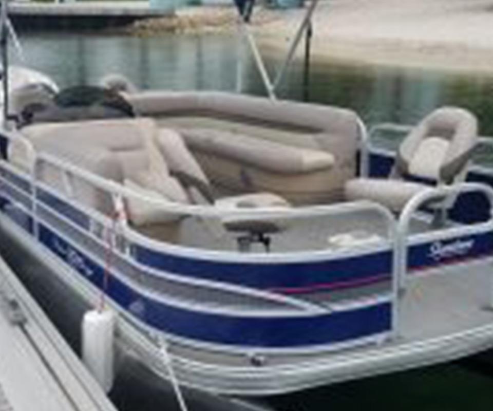 22' Pontoon Boat