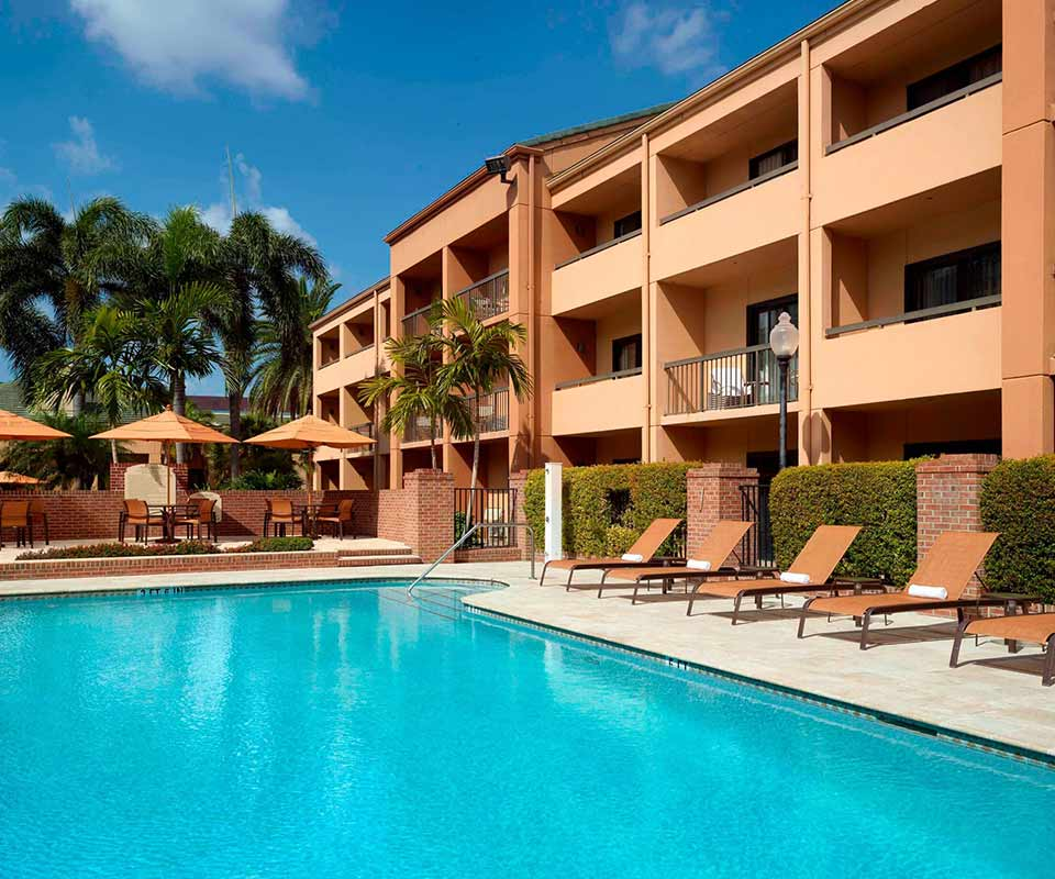 Courtyard by Marriott West Palm Beach Pool Area