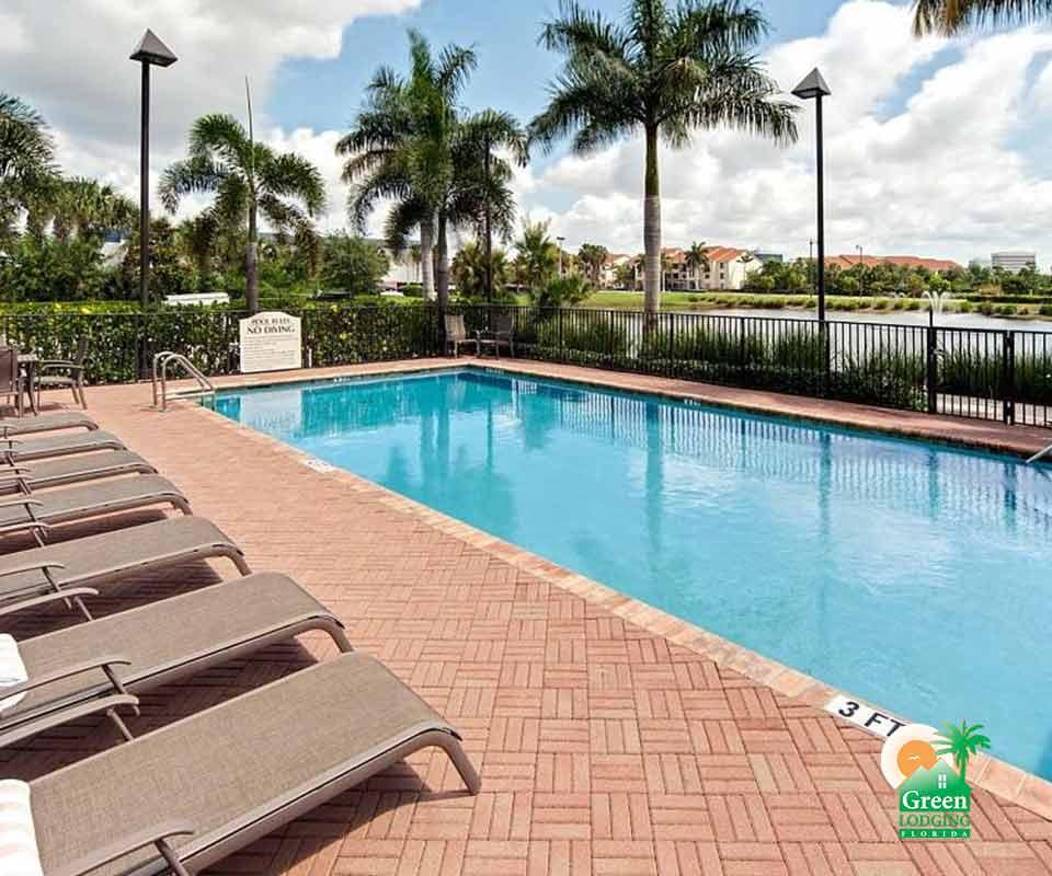 Hawthorn Suites by Wyndham Pool