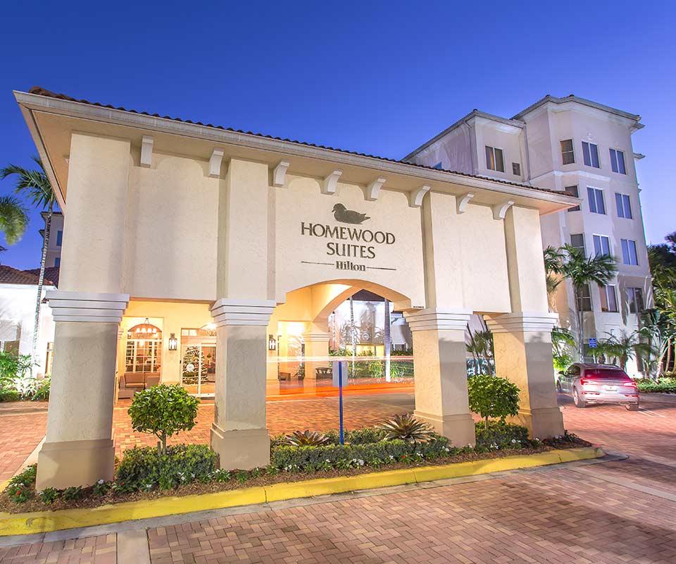 Homewood Suites Palm Beach Gardens Entry at sundown
