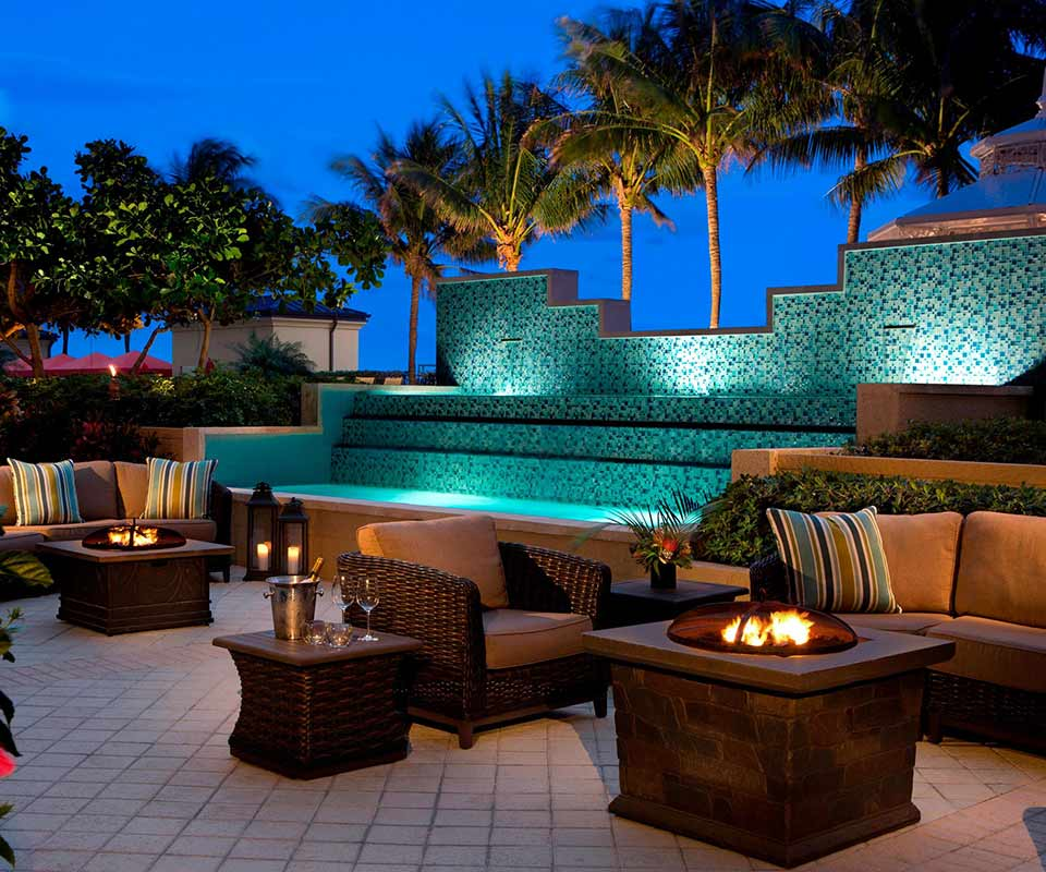 Palm Beach Marriott Courtyard at Night